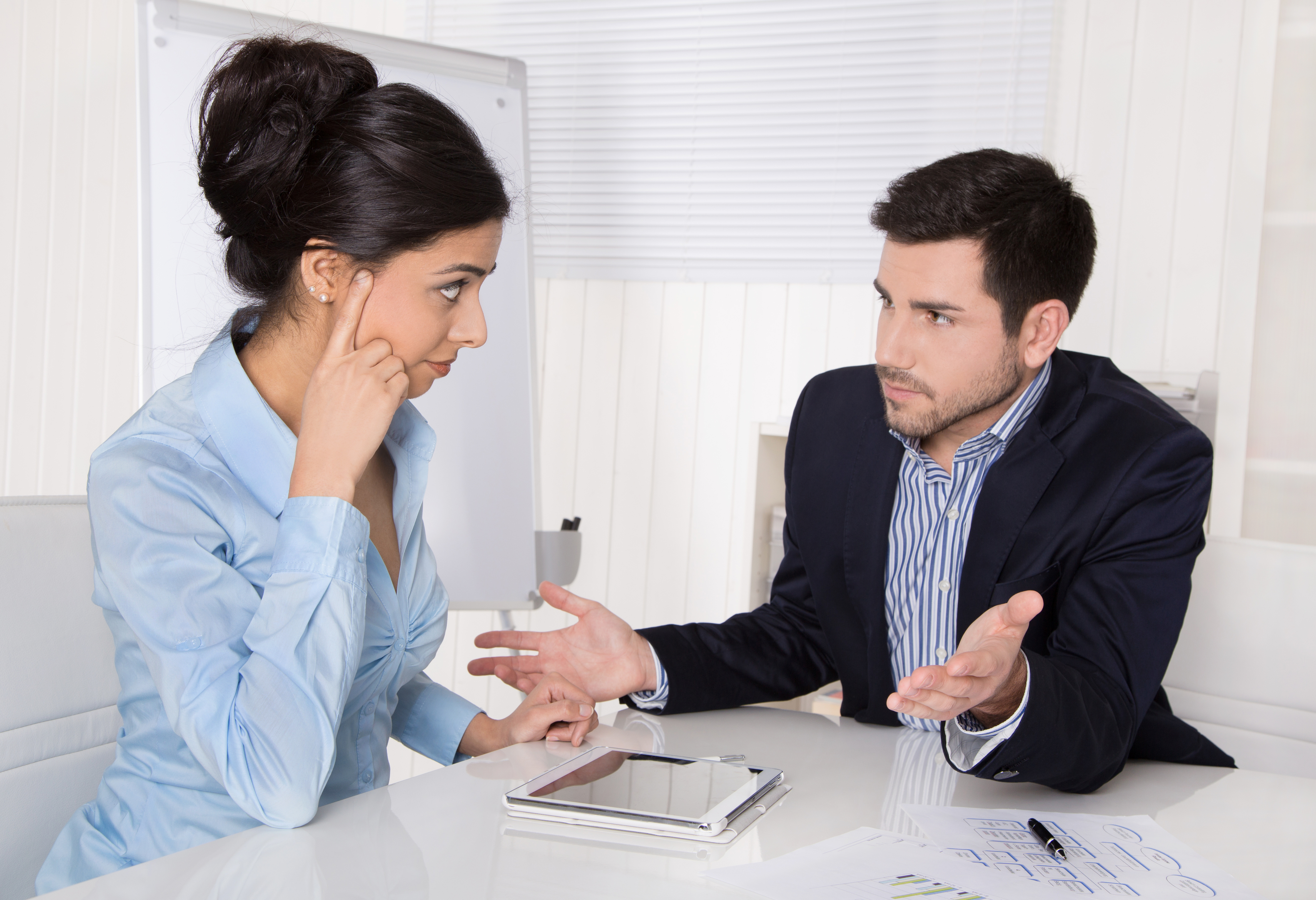 Das Mitarbeitergespräch fördert den Austausch zwischen Führungskraft und Angestelltem.
